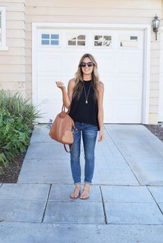 51422f3022fec Madewell jeans, Hobo bag, Natalie Borton necklace // casual outfit ideas //  summer outfit ideas // date night outfit // classic outfit ideas // minimal  ...