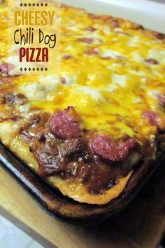 Diddles and Dumplings: Cheesy Chili Dog Pizza