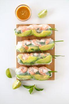 Shrimp and Avocado Summer Rolls (Fresh Spring Rolls) Shrimp Spring Rolls, Fresh Spring Rolls, Summer Rolls, Fresh Rolls, Thai Spring Rolls, Shrimp Avocado, Good Food, Yummy Food, Cooking Recipes
