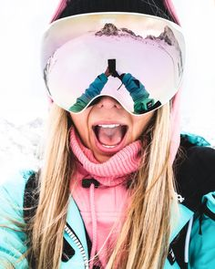 Sphere Goggles Online Check link in bio NOW . Julia Forcher - Goggle - Ideas of Goggle Ski Fashion, Arab Fashion, Sporty Fashion, Sporty Chic, Winter Fashion, Jogger Pants Outfit, Sweatpants Outfit, Ski Googles, Ski Bunnies