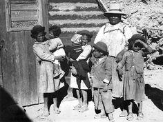 Salta, Argentina - madre y sus niños de la tribu aymara, c.1920