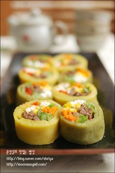 Korean Dishes, Korean Food, Food Design, Kimbap, Asian Recipes, Ethnic Recipes, Vegetable Seasoning, Food Decoration, Main Meals