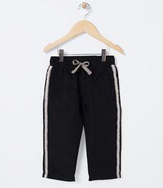 Calça infantil      Marca: Póim      Tecido: microfibra      Composição: 100% poliéster      Composição do forro: 100% poliéster              Veja outras opções de    calças infantis.                Póim Menino     Sabemos que de 1 a 4 anos de idade, o que vale é o gosto da mamãe. E pensando nisso, a Lojas Renner, possui a marca Póim, com macacão, camisetas, camisas, calça jeans e muito mais outros produtos cheio de estilo, tudo com muita informação de moda e tendências para os baixinhos…