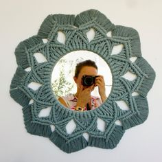 Macrame Mirror, Macrame Art, Macrame Projects, Macrame Knots, Crochet Projects, Macrame Wall Hanging Patterns, Macrame Patterns, Macrame Design, Macrame Tutorial