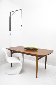 table ronde scandinave en teck avec 2 rallonges made in danemark tables pinterest table. Black Bedroom Furniture Sets. Home Design Ideas