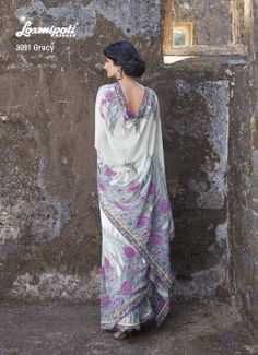 Off white & gray georgette saree with its pink floral prints gives the peace of mind.