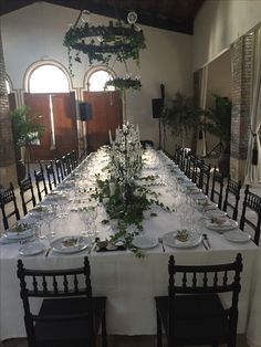 Perfect to celebrate weddings, birthdays or events in the bodega at Gran Villa Rosa. The tables are simple and elegant, decorated with ivy and olive branches from the garden.