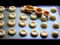 Party Desserts, Dessert Recipes, Biscuits, Pasta, Clay Crafts, Mini Cupcakes, Eid, Donuts, Food And Drink