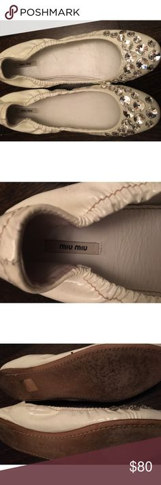 Miu Miu white flats stones sz38 orig $695 sell $75 Miu Miu embellished with clear stones white patent leather ballet flats pre worn . Still have a lot of life left to them. Comfy and stretches on . Originally $695 a steal at $75🦋 Miu Miu Shoes Flats & Loafers
