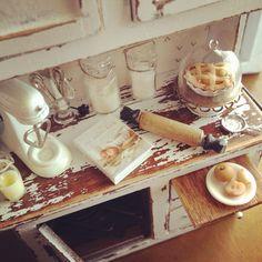vintage baking hutch 1:12