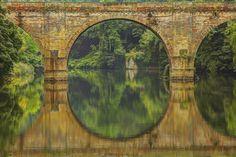 https://flic.kr/p/rjB6gY | Tra sogno e realtà / Between dreams and reality (Explore!!!) | Regno Unito, Contea di Durham, Durham, Estate 2014  Durham è una antica città situata nel Nord Est dell'Inghilterra. La città si trova sul fiume Wear ed è nota per la sua cattedrale normanna e il castello dell'11° secolo che sono stati entrambi nominati Patrimonio dell'umanità dall'UNESCO. Il castello è stato la sede della Durham University dal 1832. Il Prebends Bridge è uno dei tre ponto ad arco in…