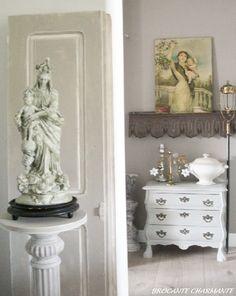 At home - brocante-charmante ▇  #Vintage #Home #Decor  via - Christina Khandan  on IrvineHomeBlog - Irvine, California ༺ ℭƘ ༻