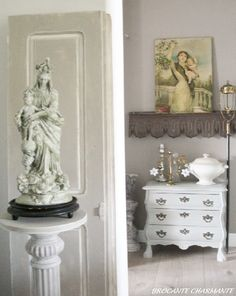 At home - brocante-charmante ▇  #Vintage #Home #Decor  via - Christina Khandan  on IrvineHomeBlog - Irvine, California ༺ ℭƘ ༻