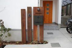 シンプルナチュラルな枕木の門柱(大阪府箕面市)1
