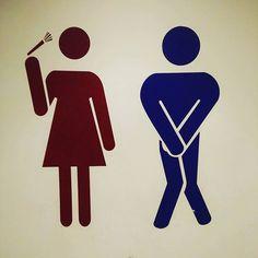 L'esprit pratique des chinois : en plus de t'indiquer où sont les toilettes, ils t'expliquent pourquoi tu dois y aller #china #wc #toilets #shanghai