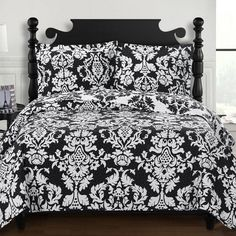 Catherine Oversize Coverlet Set for students living in dorm rooms or apartments at college or boarding school, on campus or off.