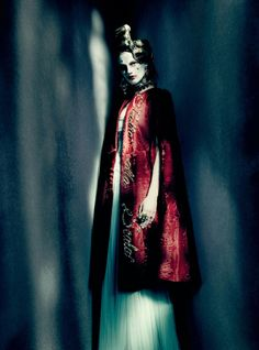 Saskia de Brauw joins the theater of high fashion in 'É alta moda' by Paolo Roversi for Vogue Italia, Haute Couture Supplement, March 2015 Foto Fashion, Fashion Art, Editorial Fashion, New Fashion, Trendy Fashion, High Fashion, Fashion Design, Dress Fashion, Fashion Shoot