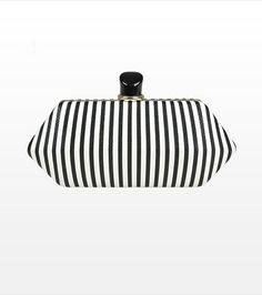 Spice up your outfit with this fabulous striped clutch!