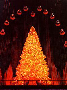 Wanamaker-Magic-Christmas-Tree.jpg (539×720)