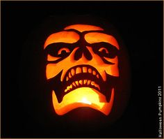 Halloween pumpkins: Pictures of carved pumpkins, tutorial to make your own, free carving patterns, preservation tips and much more. Pumpkin Carving Pictures, Minion Pumpkin Carving, Scary Pumpkin Carving Patterns, Halloween Pumpkin Carving Stencils, Halloween Pumpkin Designs, Pumkin Carving, Amazing Pumpkin Carving, Pumpkin Pictures, Carving Pumpkins