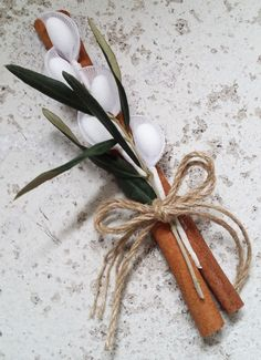 Ancient Greek style rustic wedding favors with olive leaves and cinnamon sticks. Almond Wedding Favours, Handmade Wedding Favours, Rustic Wedding Favors, Wedding Decorations, Wedding Chair Bows, Wedding Chairs, Wedding Loans, White Branches, Wedding Entertainment