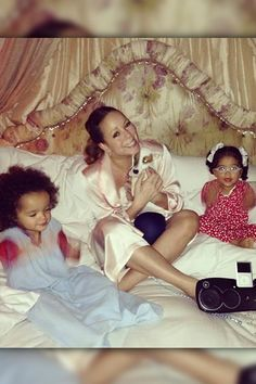 Mariah Carey enjoyed a night in with her too-cute twins Monroe and Moroccan Cannon. The singer shared an Instagram photo of her family night...