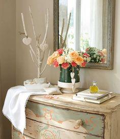 Ramos de flores: 50 arreglos llenos de color Table Settings, Table Decorations, Flowers, Furniture, Home Decor, White Peonies, White Hydrangeas, Green Leaves, Chrysanthemums