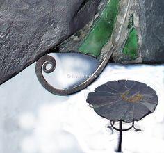 Garden table 'Lazy Daisy' edge detail