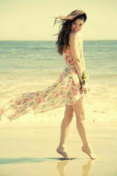 Eu acredito no amor,  eu vivo por amor.  Deixa que falam, deixe que pensam.  O amor tá na minha essência. ___Sueli Matochi