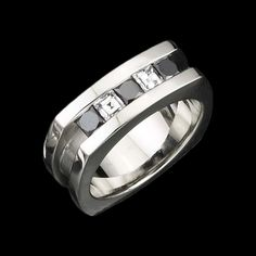 Blanco y Negro reflects contrast and refinement. This unique men's ring features black and white diamonds set in 14 karat white gold.