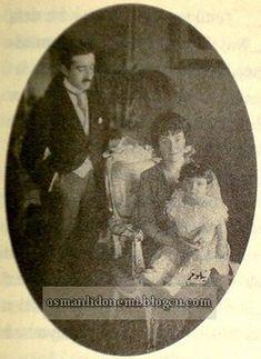 Osmanlı Hanedan Fotoğrafları Murat V -Adile Sultan eşi Selahaddin bey  ve kızları Nilufer Sultan 1918