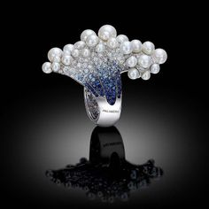Palmiero ring launched at Baselworld inspired by the underwater world, set with graduated blue sapphires and topped with a foam of bubbling pearls. High Jewelry, Pearl Jewelry, Jewelry Art, Vintage Jewelry, Jewelry Accessories, Pandora Jewelry, Silver Jewelry, Bubble Pearl, Unusual Jewelry