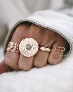 ✨ #ringsoftheday #ringstack #gemstones #goldrings #jewelryaddict #jewelryinspiration