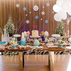 Festa Frozen muito fofa por @comquemseraeventos ❄️❄️ #kikidsparty