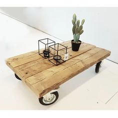 Discover recipes, home ideas, style inspiration and other ideas to try. Pallette Furniture, Deco Furniture, Pallet Ottoman, Diy Home Interior, Wooden Pallet Furniture, Rustic Coffee Tables, Woodworking Projects, Decoration, Home Decor
