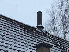 PETE-piipun vesikaton pellityssarja on saatavilla myös katon harjalle! Tutustu tuotteeseen nettisivullamme #pete #piipustapiippuun #valmispiippu #teräspiippu #katto #remontti #tulisija #takka #tiilikatto