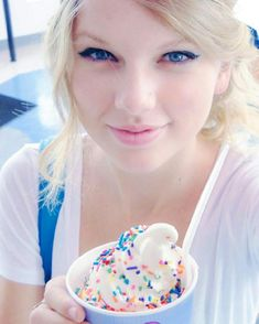 Everyday casual makeup Taylor swift is so sweet!