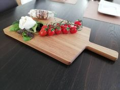 Hochwertiges Schneidbrett aus Robinien-Holz zum Richten und Servieren von jeglichen Leckerheiten! Butcher Block Cutting Board, Design, Wooden Crates, Boards, Easy Meals