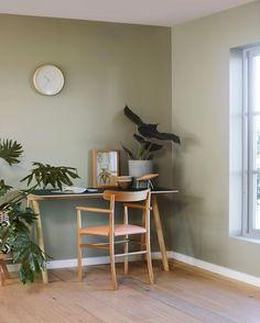 Naturlig, grønt og vakkert med vegger i LADY Wonderwall 8252 Green Harmony. Green Rooms, Bedroom Green, Dream Bedroom, Green Walls, Color Inspiration, Interior Inspiration, Interior Exterior, Interior Design, Jotun Lady
