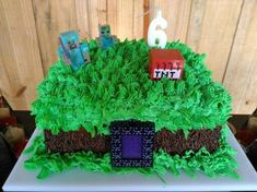 bolo minecraft com glace #bolodecorado #bolominecraft #festaminecraft Bolo Mine Craft, Birthday Cake, Batman, Desserts, Food, Minecraft Birthday Party, Cake Ideas, Whipped Cream, Decorating Cakes
