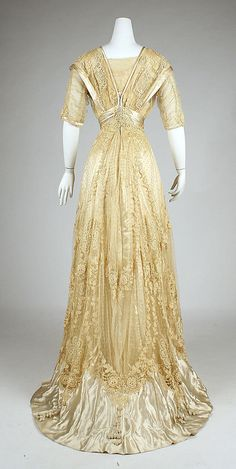 Back view, Ball gown (ca. 1908)