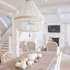 Omg this light... these pumpkins... the chairs @jshomedesign this is dreamy ✨#regram #homeinspiration #falldecor #interiordesign #decorgoals
