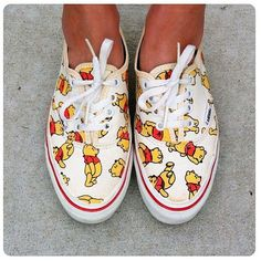 winnie the pooh vans shoes Disneyland Outfits, Disney Inspired Outfits, Disney Outfits, Disney Style, Cute Outfits, Painted Vans, Hand Painted Shoes, Disney Vans, Disney Shoes