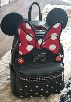 Disney Minnie Mouse Faux Leather BackPack comes with two pins Mickey & Minnie like new Cute Backpacks For School, Cute Mini Backpacks, Cute Purses, Purses And Bags, Faux Leather Backpack, Leather Backpacks, Leather Bags, Minnie Mouse Backpack, Cute Disney Outfits