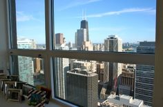 Executive 3 Bed Condo, Views over Downtown Chicago and Lake Michigan.