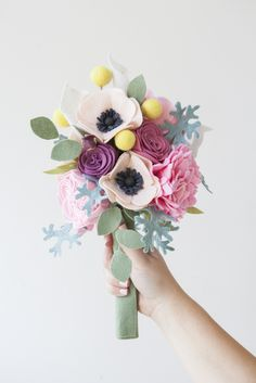 This Wedding Bouquet Is Made Entirely Of Felt Flowers Flower Template For Cricut Brooch Pattern Free Felt Flower Bouquet, Flower Bouquet Wedding, Felt Flowers, Diy Flowers, Fabric Flowers, Paper Flowers, Flower Diy, Flower Wall, Diy Bouquet