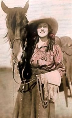 Little Cowgirl, Cowboy And Cowgirl, Cowgirl Style, Vintage Photographs, Vintage Images, Old West Outlaws, Cowgirl Pictures, Wild West Cowboys, Rodeo Queen