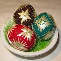 Easter Crafts, Easter Ideas, Egg Art, Egg Decorating, Spring Crafts, Easter Eggs, Christmas Bulbs, Carving, Holiday Decor