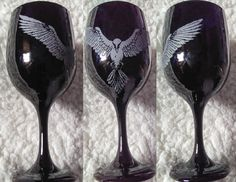 This+truly+unique+chalice+is+hand+etched+with+a+white+raven+or+crow+on+a+black+goblet.+A+wonderful+gift+for+anyone+with+a+raven+totem+or+animal+spirit.+The+raven+was+sacred+to+Morrigan,+Odin,+Bran+and+many+other+deities.    Sandblasted+for+a+food+safe+etching,+Not+tested+for+dishwasher+or+microwa...