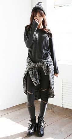 I love this grunge inspired look. www.itsmestyle.com